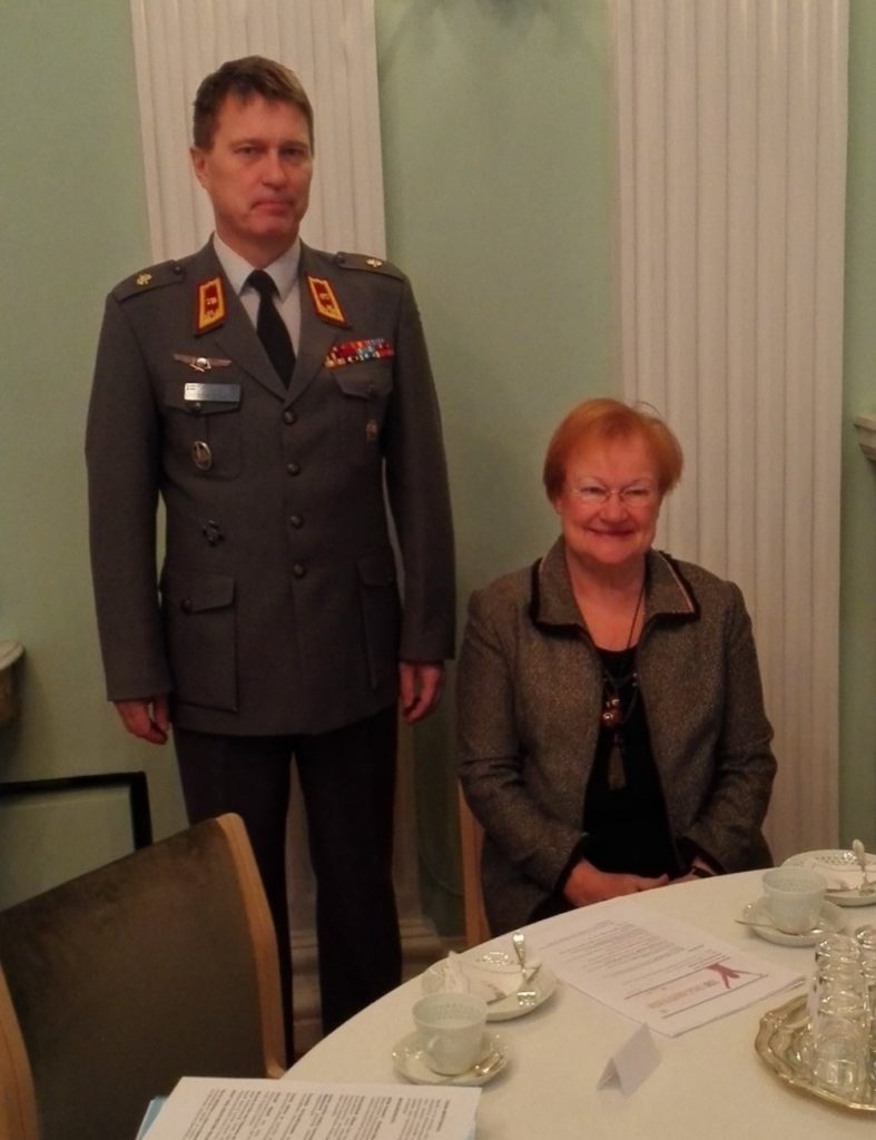 Puolustusvoimain komentaja, kenraali Jarmo Lindberg ja presidentti Tarja Halonen.