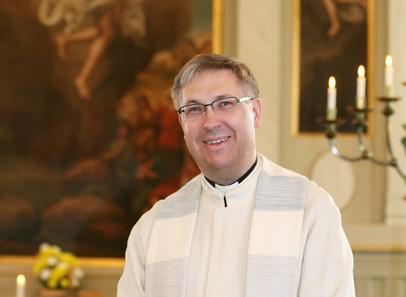 Nurmijärven evankelis-luterilaisen seurakunnan kirkkoherra Ari Tuhkanen järjesti tasa-arvokoulutuksen.